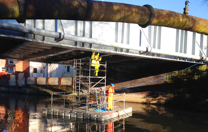 Floating highway bridge inspection pontoon hire